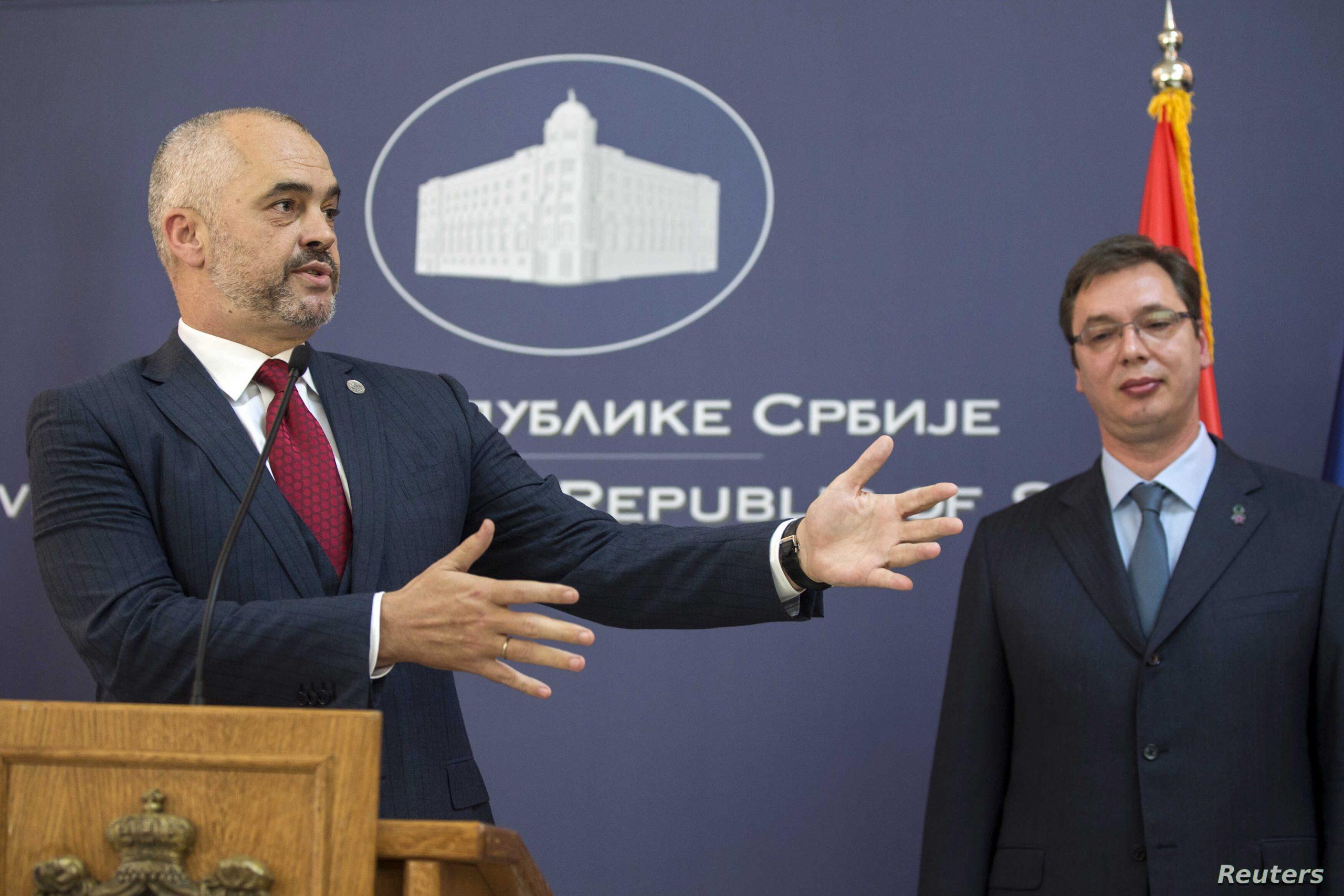 Beograd 2014/Dje Rama kërkonte njohjen e Kosovës nga Serbia, sot rri krah për krah me Vuçiçin