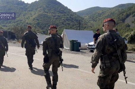 Ç'po ndodh në veri të Kosovës? Ushtria serbe del në terren, helikopterët fluturojnë mbi Jarinjë. KFOR-i zbarkon përballë serbëve